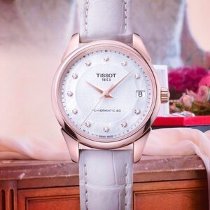 The Tissot Vintage is a tasteful piece with a beguiling antique design. @tissot_official #fashion #fashionblogger #watches #wathesofinstagram #womanstyle #swissmade #independentwoman #vintage #classic